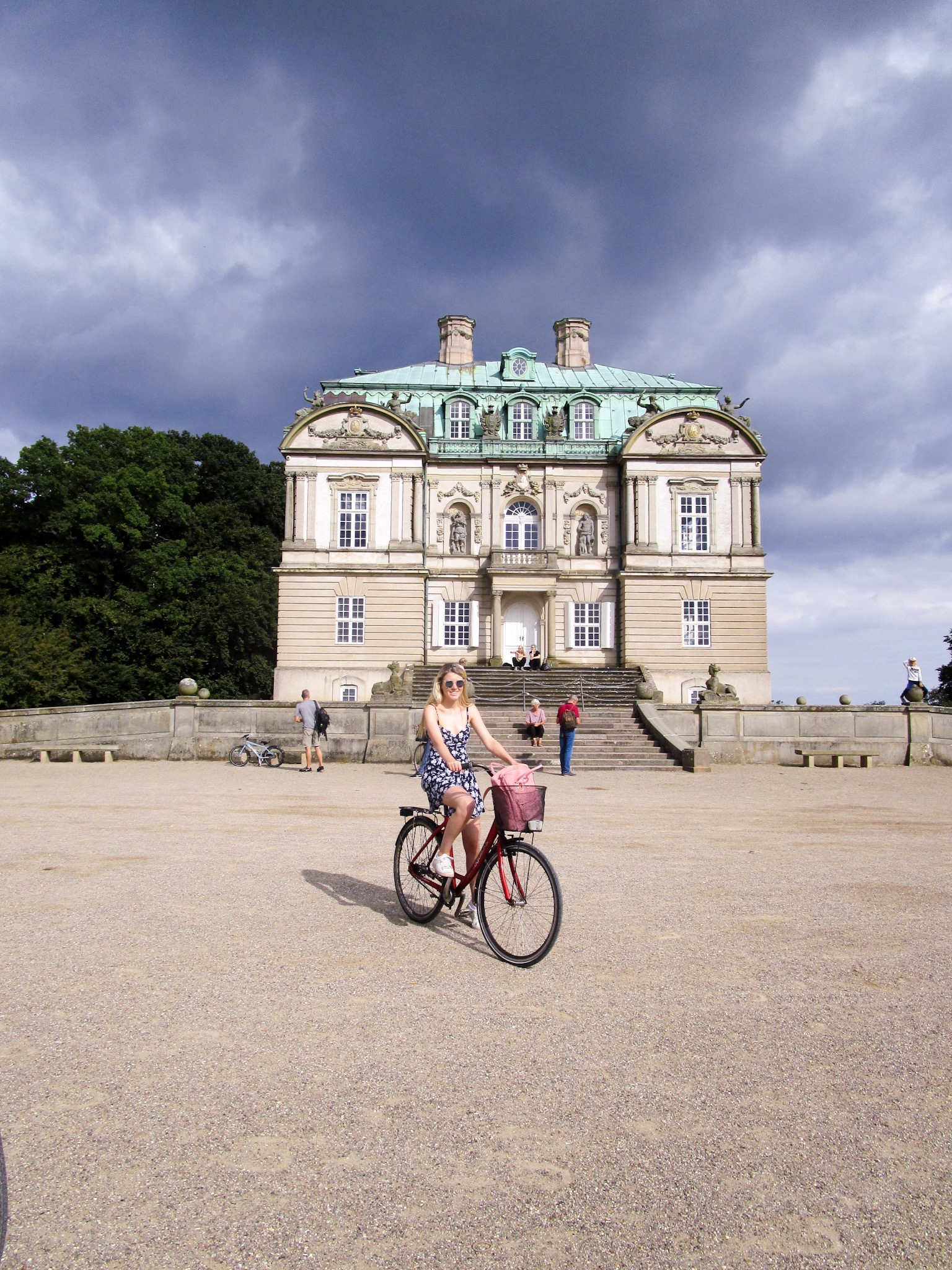 Cycling to the Eremitage hunting lodge