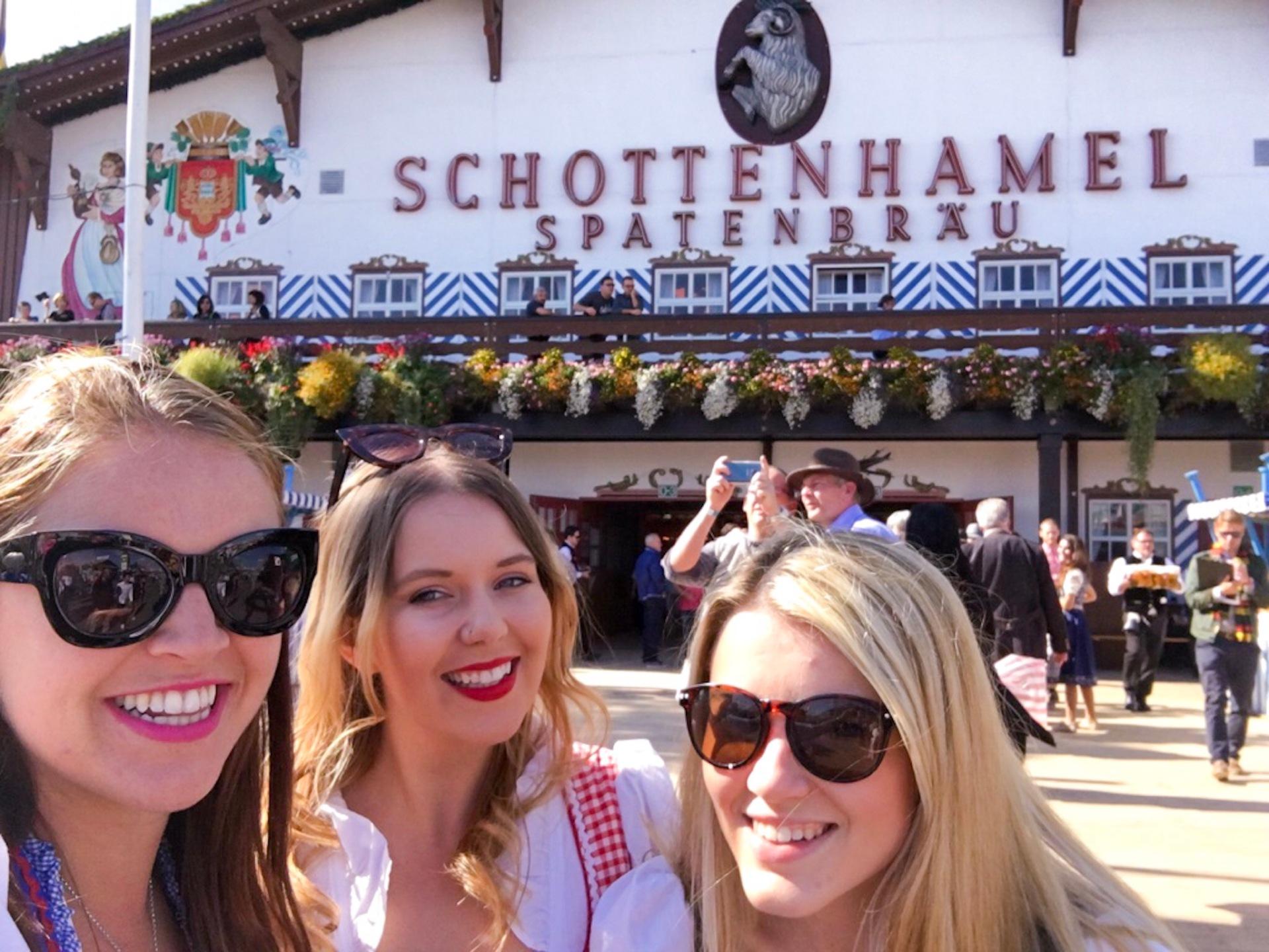 Selfie in front of the Schottenhamel tent
